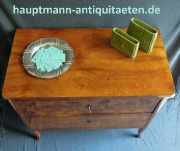 zierliche_biedermeier_nuss_kommode_1-3