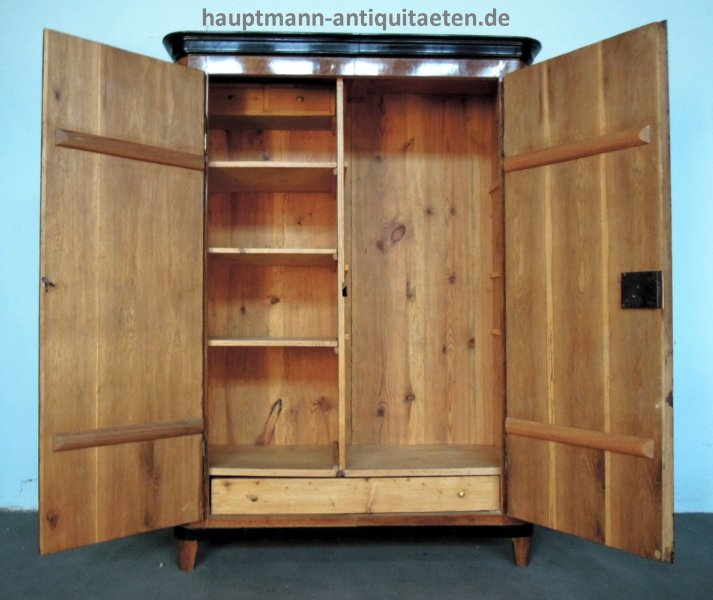 Schränke und Vitrinen | Hauptmann Antiquitäten Bamberg